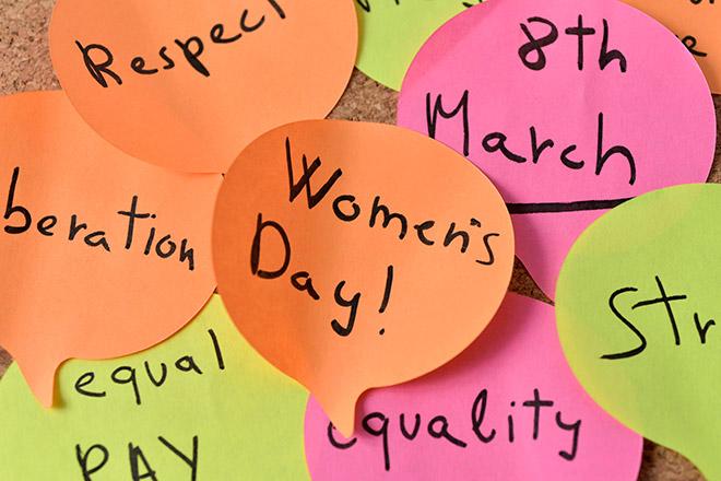 Поздравить женщин на работе с 8 марта